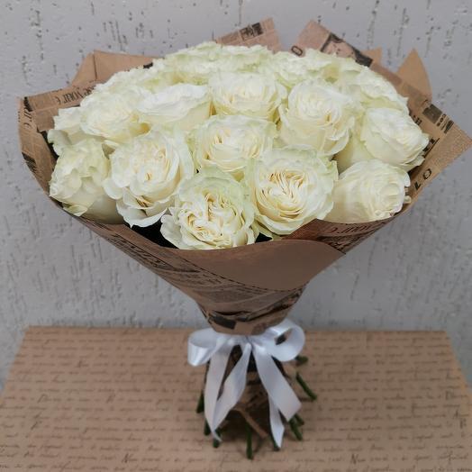 """Букет из 25 роз """"Эквадор 50см"""" в крафтовой бумаге"""