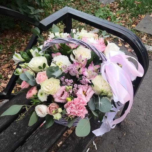 """Корзина с цветами """"Бесподобная"""""""