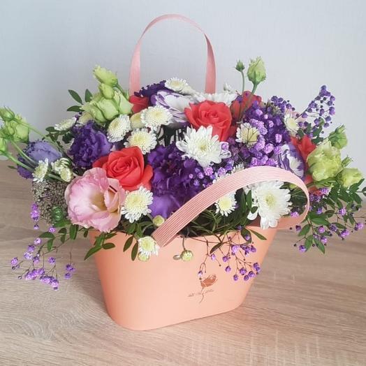 Цветы в персиковой сумочке