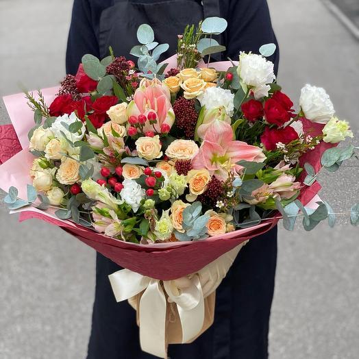 Букет с гиппеаструмом и розами