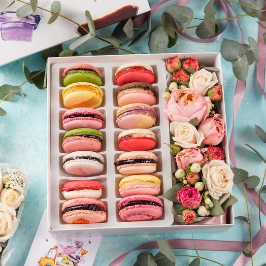 Подарочный набор 14 макарон с цветами