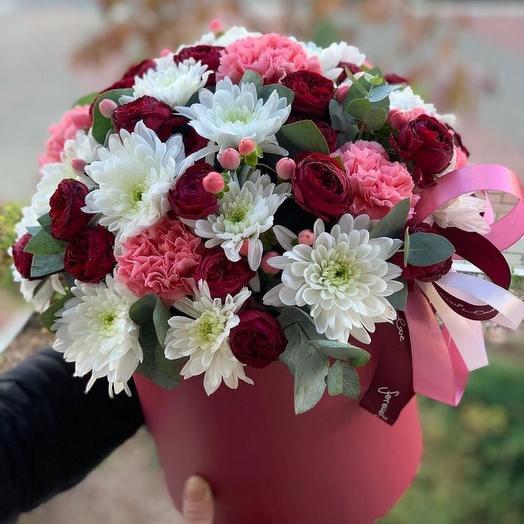 Цветы в коробке «Спелая 🍒»