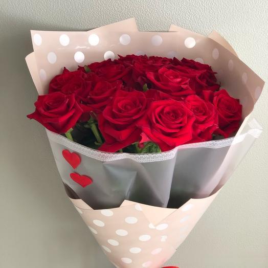 Букет Алая Вуаль из 19 красных роз 70 см