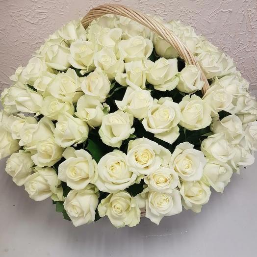 Корзина 101 роза Аваланж