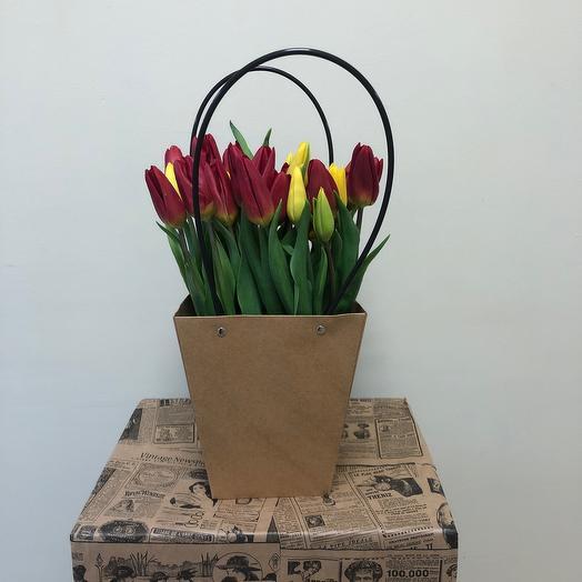 Тюльпаны в Крафт сумке 31 шт