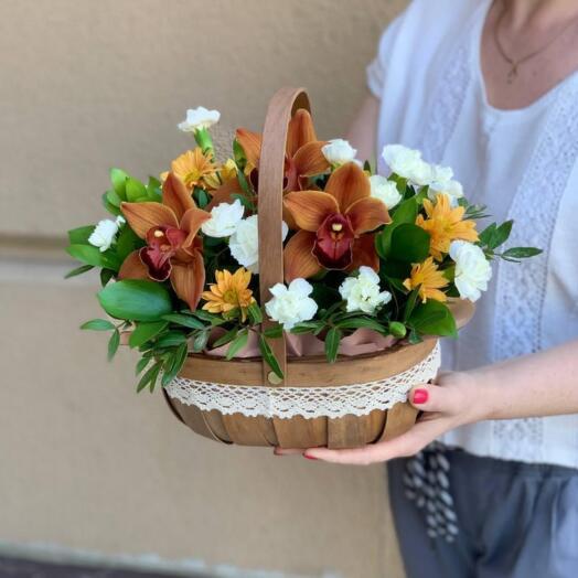 Композиция из орхидеи, хризантемы и диантуса