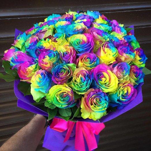 Букет радужных роз в аккуратной упаковке: букеты цветов на заказ Flowwow