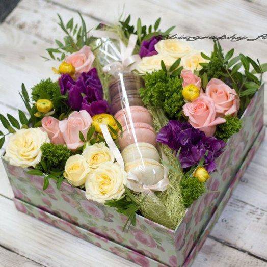 Коробочка с макарони: букеты цветов на заказ Flowwow