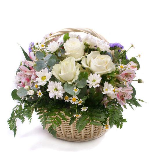 Корзинка с ручкой с цветочками: букеты цветов на заказ Flowwow