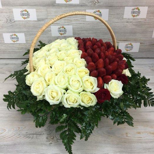 Корзины с цветами. Розы, Клубника . Корзины из роз 51 шт. N44: букеты цветов на заказ Flowwow