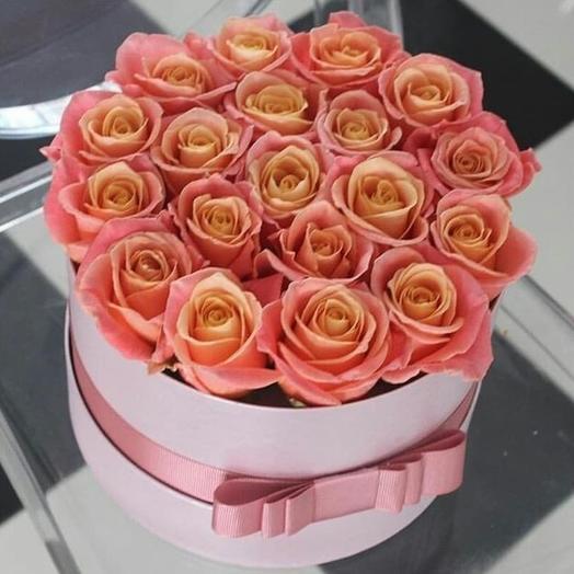 19 персиковых роз в шляпной коробке: букеты цветов на заказ Flowwow