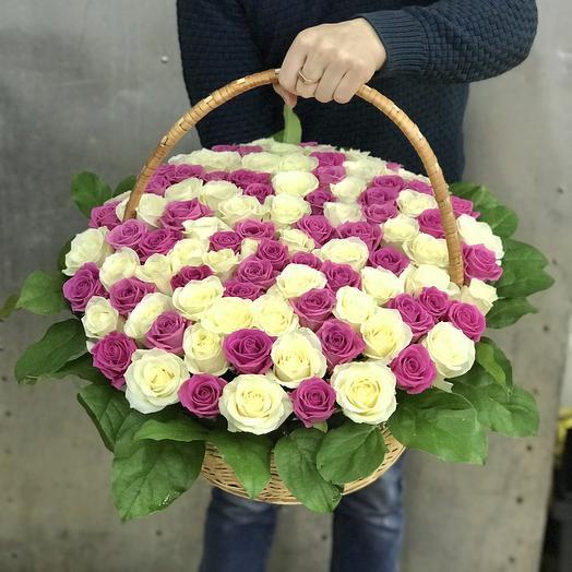 Корзина из 101 бело-розовой розы: букеты цветов на заказ Flowwow