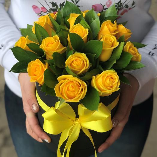 Шляпная коробка из 15 желтых роз N356: букеты цветов на заказ Flowwow