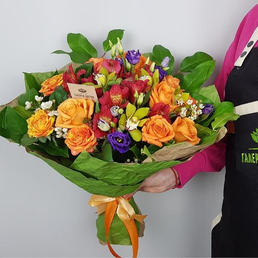 Яркий букет с розами: букеты цветов на заказ Flowwow