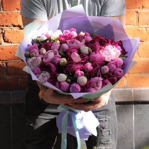 51 пион микс в дизайнерской упаковке: букеты цветов на заказ Flowwow