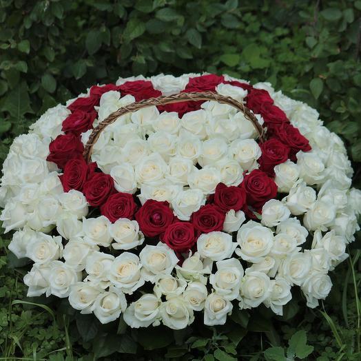 151 роза в корзине в виде сердца