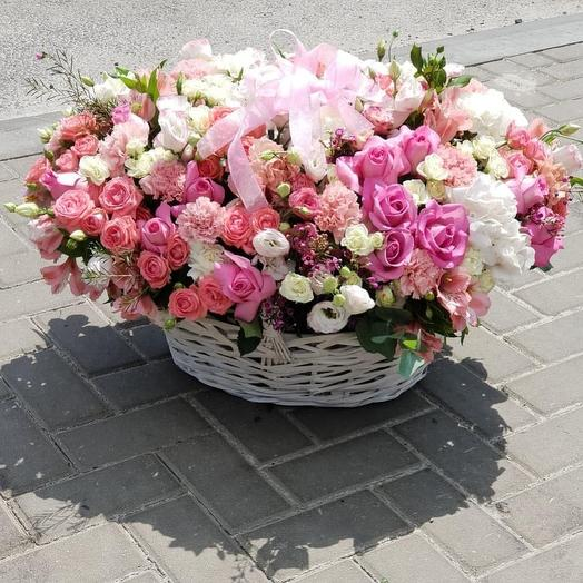 Огромная корзина цветов: букеты цветов на заказ Flowwow
