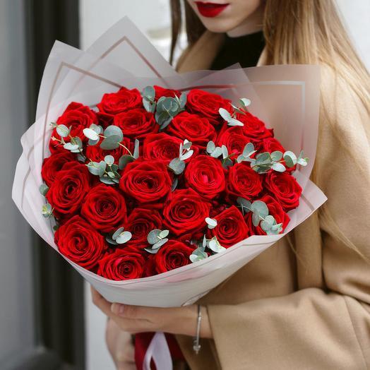 25 роз с эвкалиптом: букеты цветов на заказ Flowwow