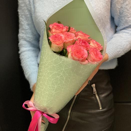Розовые розы в кульке: букеты цветов на заказ Flowwow