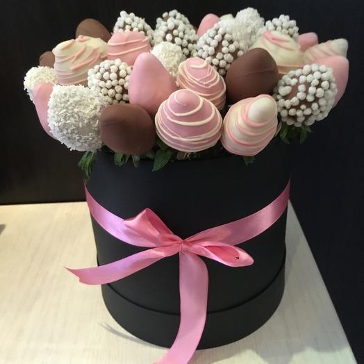 Клубничная шляпа: букеты цветов на заказ Flowwow