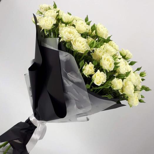 19 Кустовых белых роз