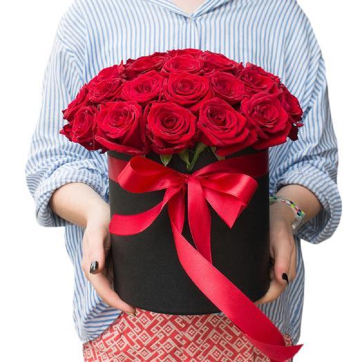 19 красных роз в шляпной коробке: букеты цветов на заказ Flowwow