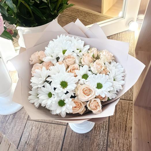 Букет из хризантем и кустовых роз S