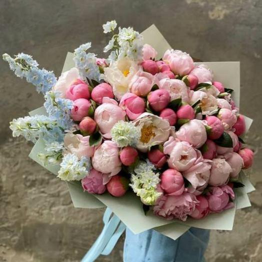51 пион с дельфиниумом: букеты цветов на заказ Flowwow