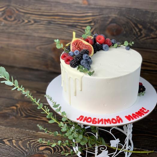 Торт с полукругом ягод