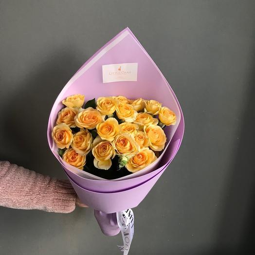 Солнечный букет кустовых роз