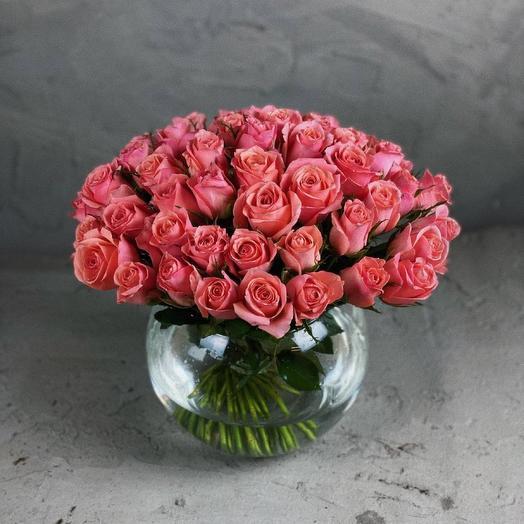 Букет Kristina (51 кенийская роза в вазе)