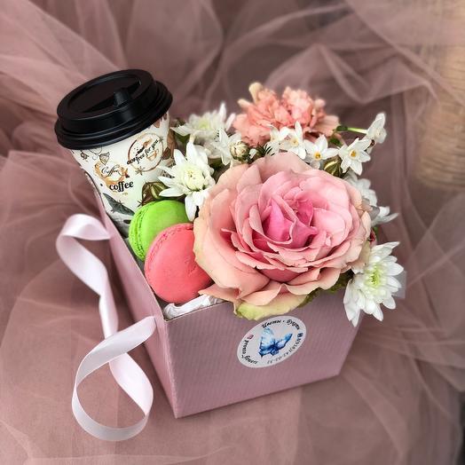 Цветы , кофе, сладости