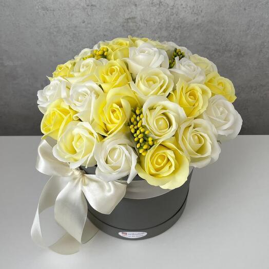 Розы из мыла лимонный микс в коробке