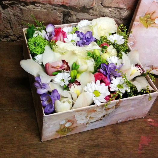 Box with flowers: flowers to order Flowwow