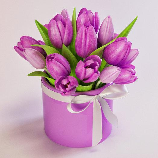 17 тюльпанов в шляпной коробке: букеты цветов на заказ Flowwow