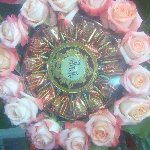 Роза с конфетами: букеты цветов на заказ Flowwow