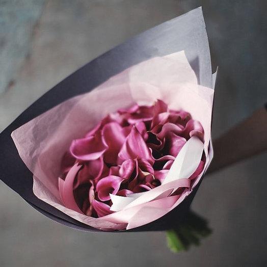 Розовые каллы: букеты цветов на заказ Flowwow
