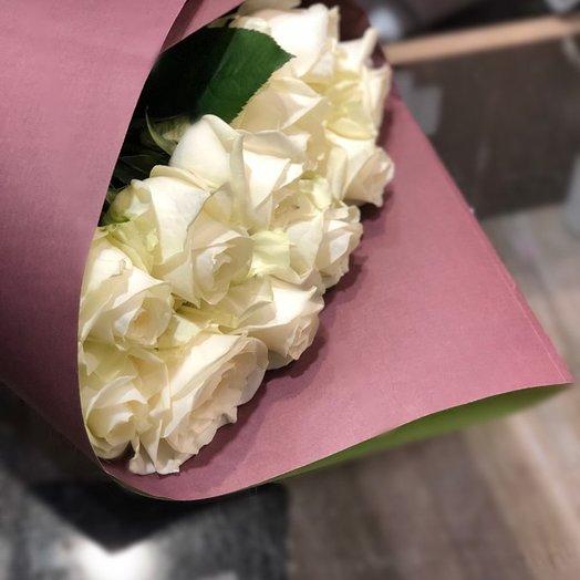 Букет из 11 белых роз в упаковке: букеты цветов на заказ Flowwow