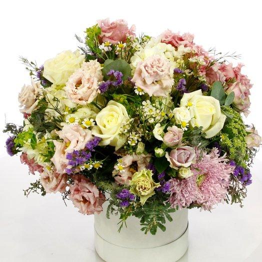 Полевая коробка с лизиантусом, хризантемой и лимониумом : букеты цветов на заказ Flowwow