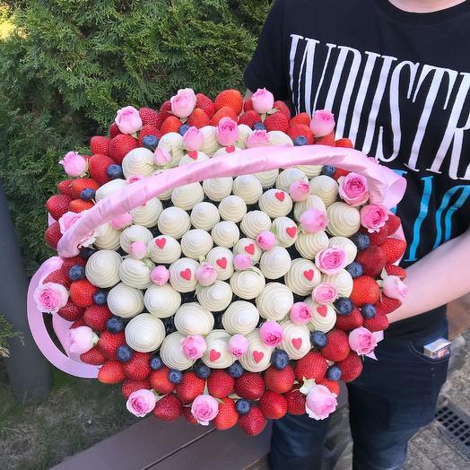 Эксклюзивная корзина с ягодами в шоколаде: букеты цветов на заказ Flowwow