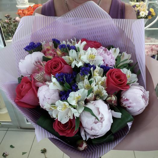 Пионы в букете: букеты цветов на заказ Flowwow