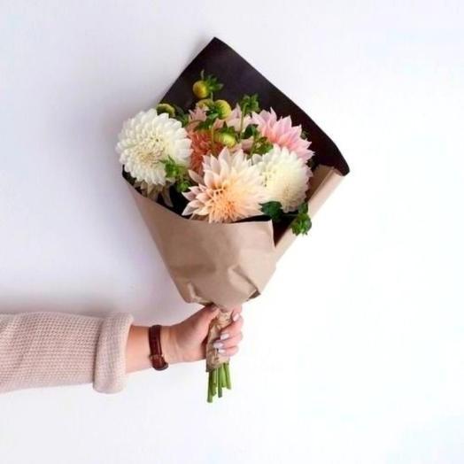 Воздушные георгины: букеты цветов на заказ Flowwow