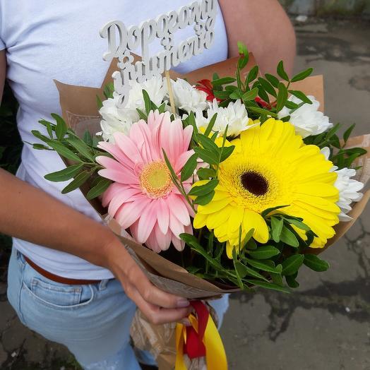 Школьный букет микс на 1 сентября из гербер и хризантем Z87: букеты цветов на заказ Flowwow
