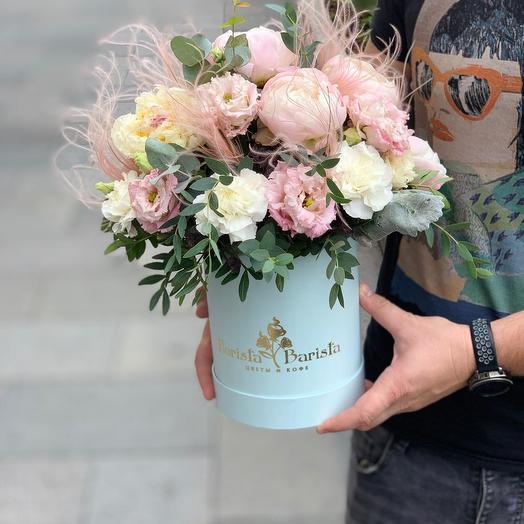 Коробочка с пионами и лизиантусом: букеты цветов на заказ Flowwow