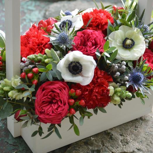 "Ящик с цветами ""Скромная улыбка"": букеты цветов на заказ Flowwow"