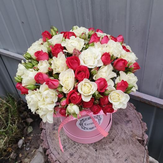 Коробочка микс кустовой розы: букеты цветов на заказ Flowwow