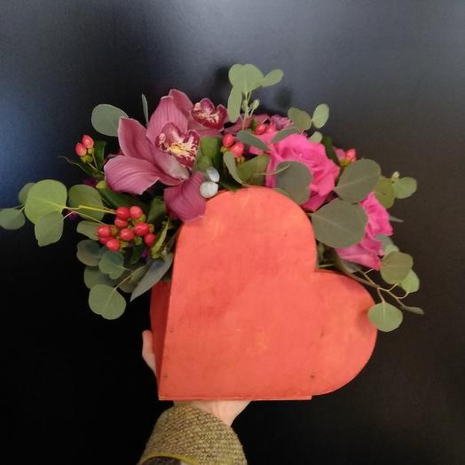 Композиция в форме сердца: букеты цветов на заказ Flowwow