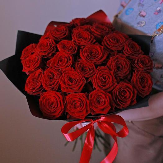 35 Красных роз в крафте: букеты цветов на заказ Flowwow