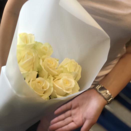 Белые розы 7 Шт: букеты цветов на заказ Flowwow