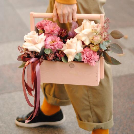 Ящичек счастья с лизиантусом и розой